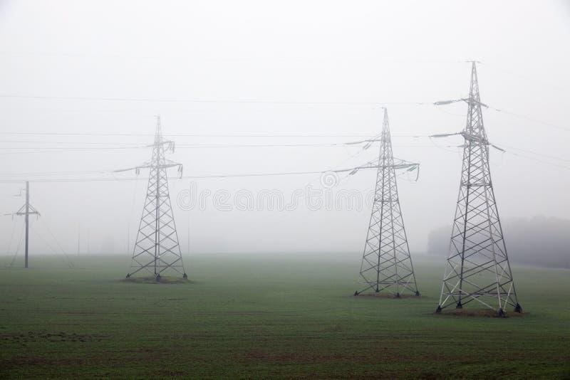 高压电源杆 免版税库存图片