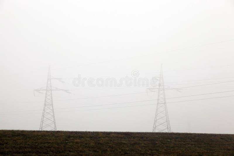高压电源杆 免版税库存照片