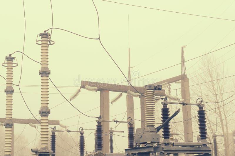 高压的电子分站与绝缘的结构的元素的 免版税库存照片
