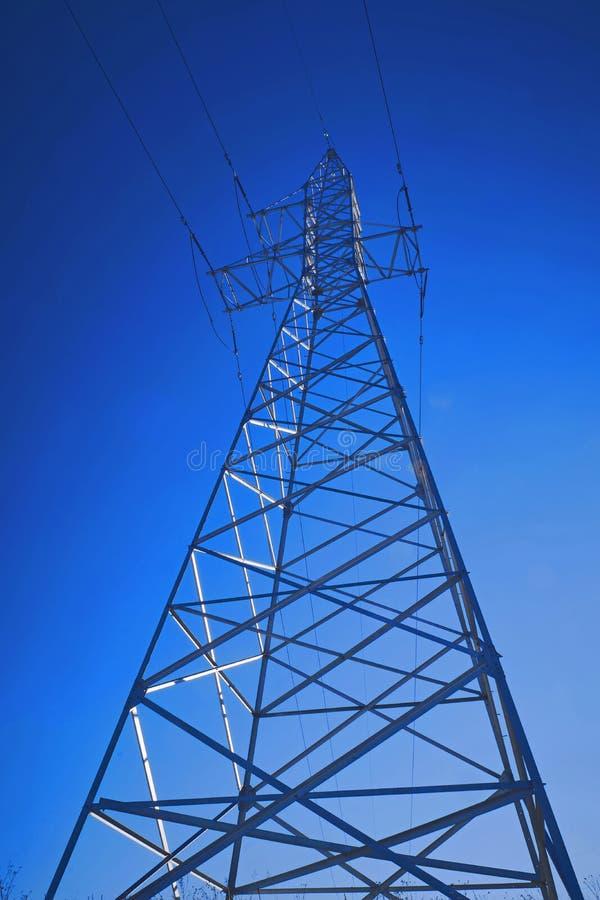 高压输电线支持  免版税图库摄影
