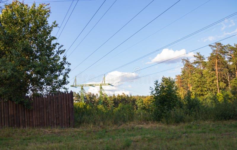 高压输电线,钢工程的结构 免版税图库摄影