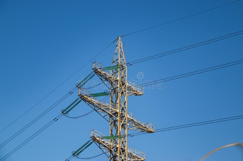 高压输电线,钢工程的结构 库存图片