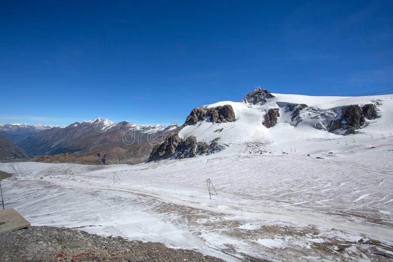 高原罗莎看法在Val D `奥斯塔,意大利 它是位于瑞士瓦雷兹的冰川在叶绿泥石阿尔卑斯,在Itali之外 免版税库存照片