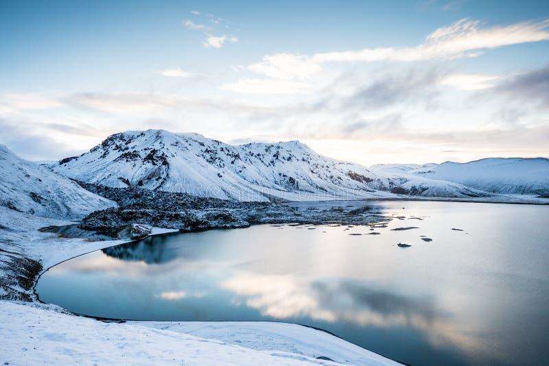 高地冰岛蓝色湖 库存图片