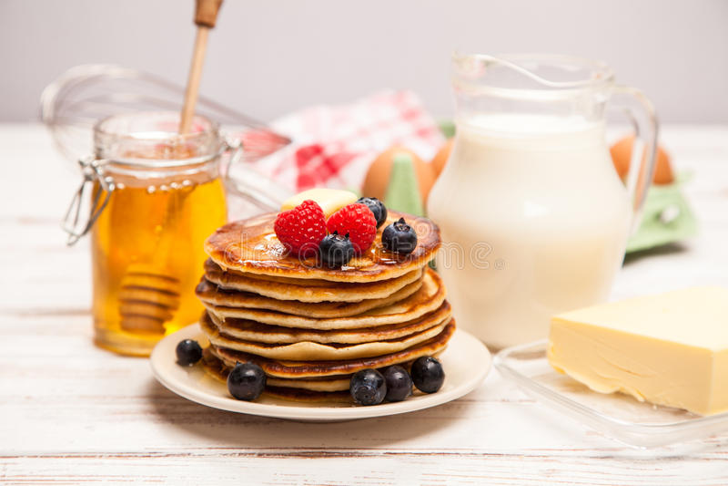 Download 高堆可口薄煎饼 库存图片. 图片 包括有 重婚, 牛奶, 营养, 厨房, 新鲜, 膳食, bacterias - 62536107