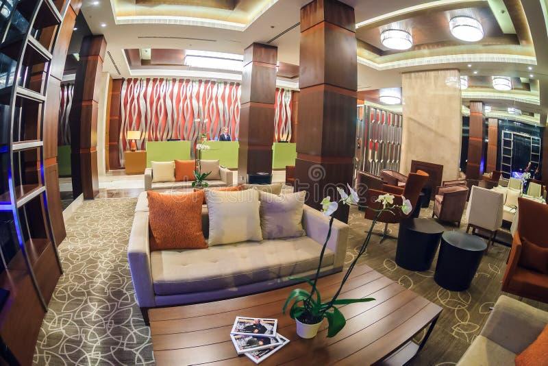 高尔基圆山大饭店在高尔基Gorod手段的大厅酒吧在Soch有典雅的内部现代 白点视图 免版税库存图片
