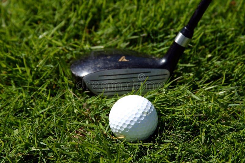 高尔夫俱乐部和球 免版税库存图片