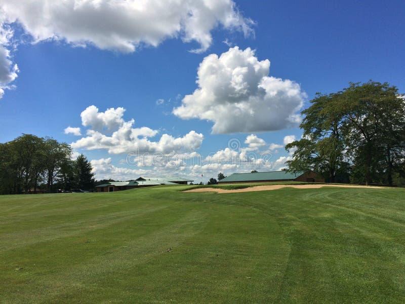 高尔夫球一回合的美好的天 图库摄影