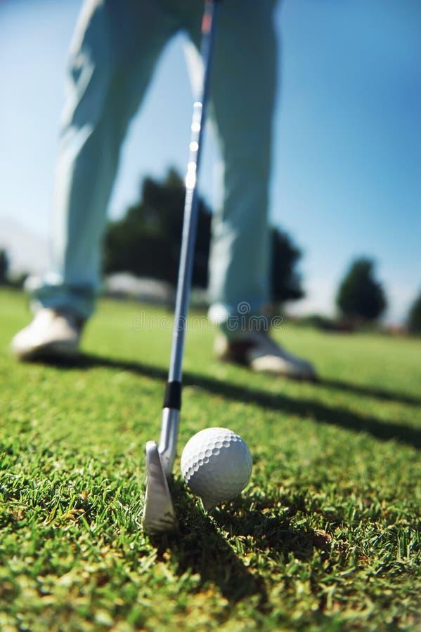 高尔夫球发球区域射击 免版税库存照片