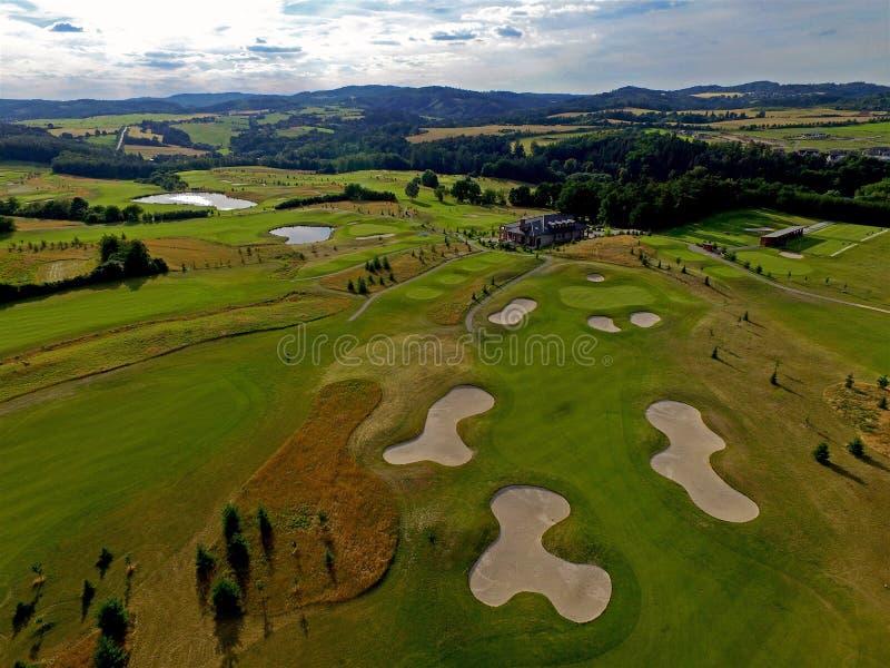 高尔夫球场的空中视野 图库摄影