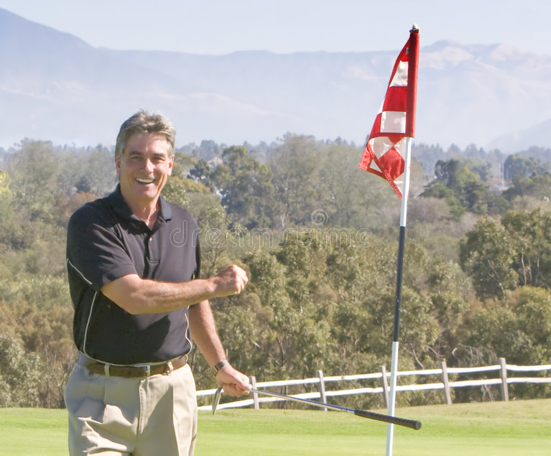 高尔夫球运动员来回赢取 免版税图库摄影