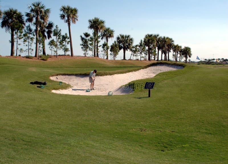 高尔夫球运动员砂槽 免版税库存图片