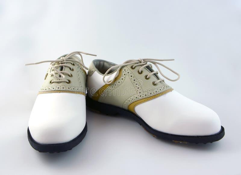 高尔夫球鞋子 免版税库存照片
