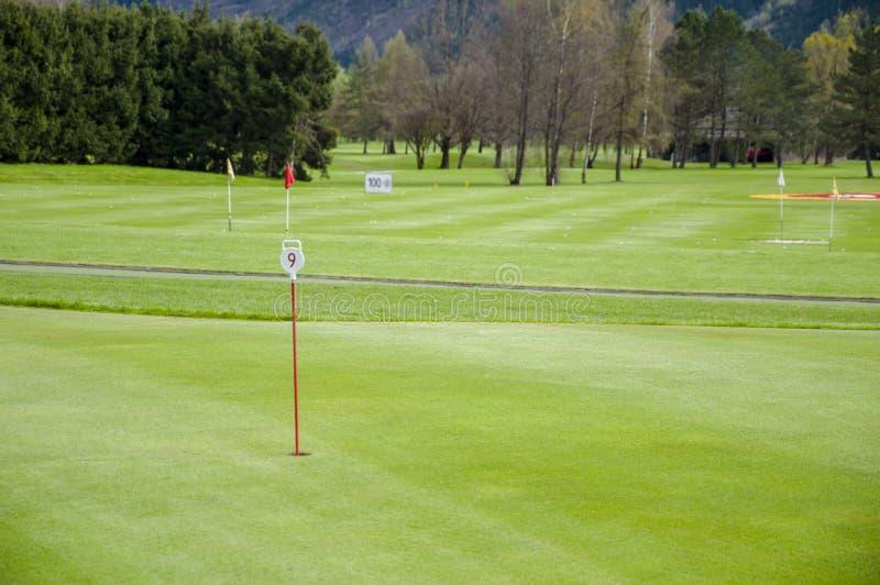 Download 高尔夫球绿色特写镜头 库存照片. 图片 包括有 女演员, 路线, 横向, 特写镜头, 标志, 本质, 航路 - 72355934