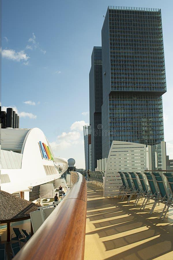 高层塔从cruiseship看见的鹿特丹阿伊达 库存照片