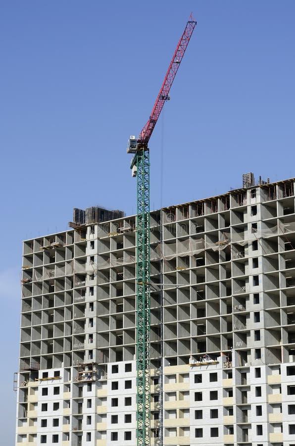 高层建筑物在建筑阶段和塔 库存图片