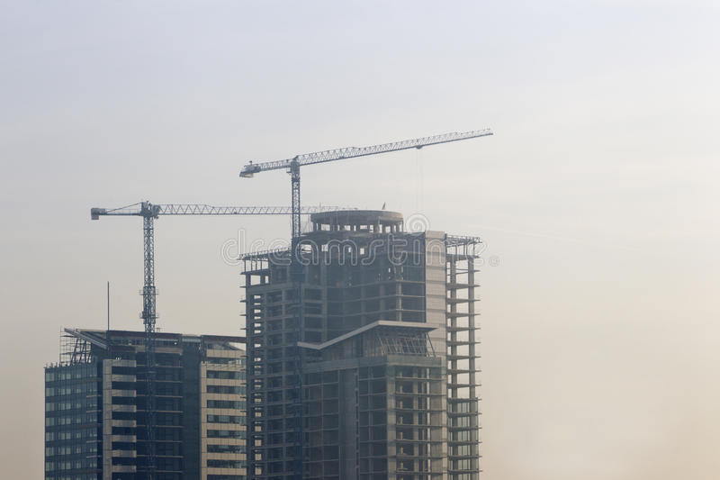Download 高层建筑物建筑 库存图片. 图片 包括有 住宅, 可折叠, 有雾, 拱道, 住房, 抵押, 起重机, 早晨 - 62533839
