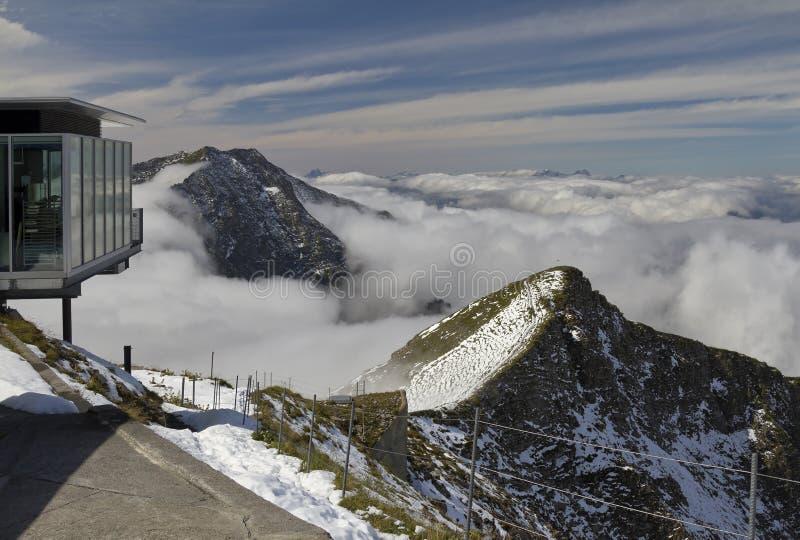 高山全景在Niesen顶部 库存图片