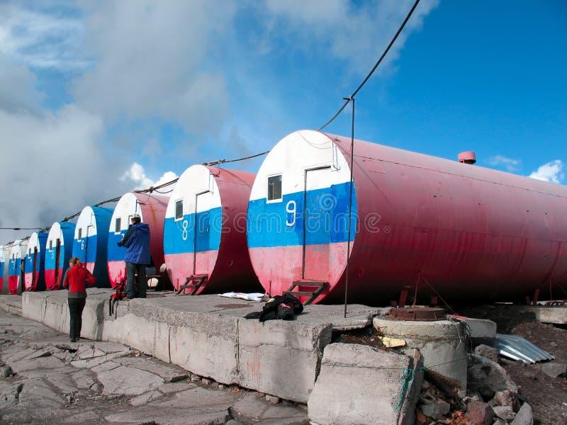 高山小屋桶 Elbrus,俄罗斯 免版税库存图片