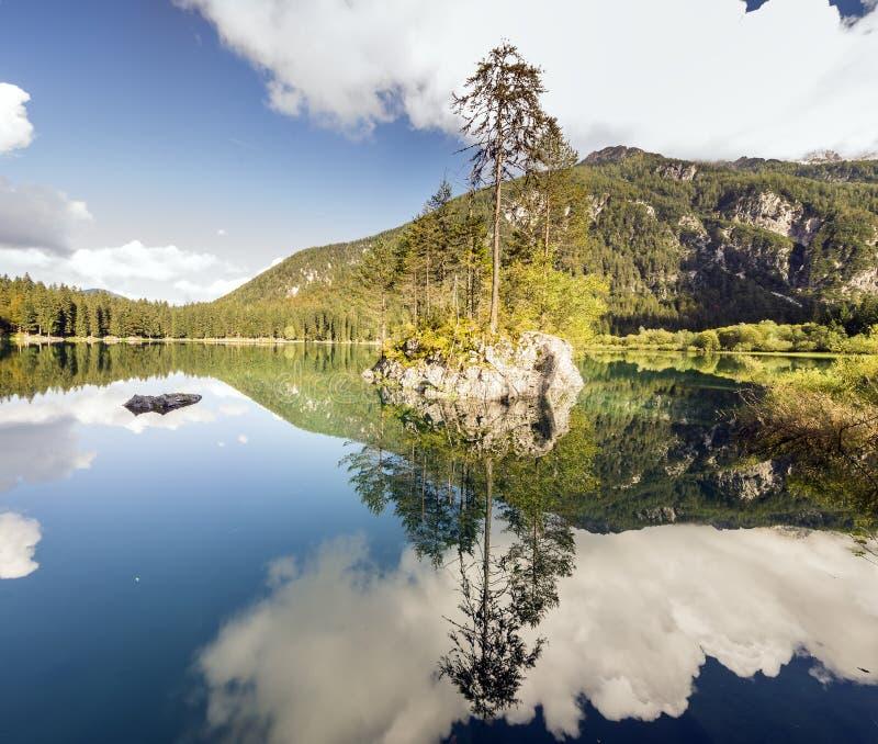 高山山湖在朱利安阿尔卑斯山 免版税库存照片