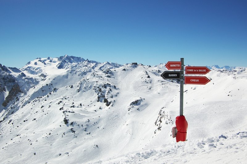 高山手段滑雪视图 库存图片