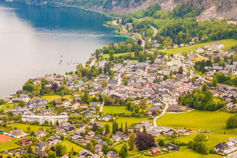高山村庄圣Gilgen和Wolfgangsee湖看法从Plom的 免版税库存图片