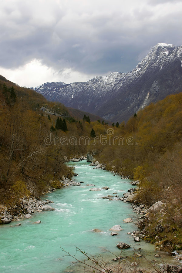 高山河斯洛文尼亚soca 免版税库存照片