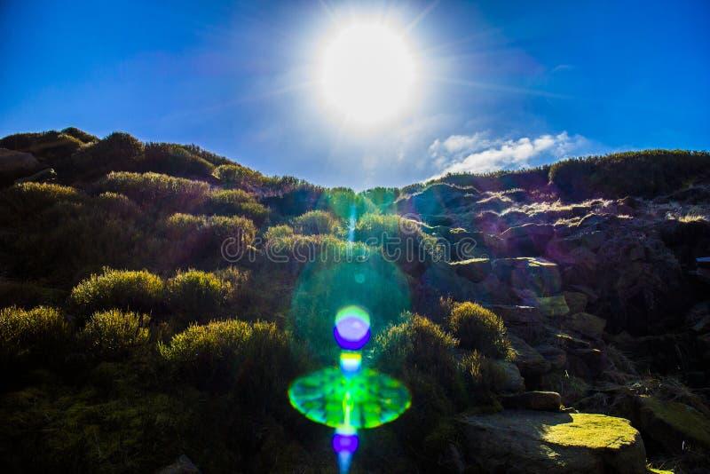 高峰区视图山和太阳 库存图片