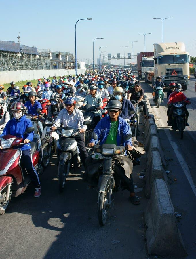 Download 高峰时间,摩托车,交通堵塞,亚洲城市 图库摄影片. 图片 包括有 人员, 城市, 仓促, 人们, 街道, 不快乐 - 62538032