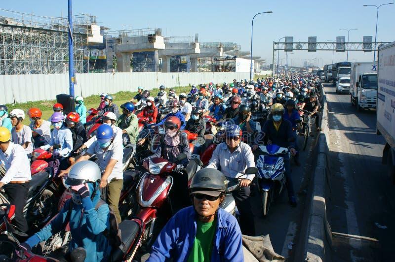 Download 高峰时间,摩托车,交通堵塞,亚洲城市 编辑类库存照片. 图片 包括有 烟雾, 基础设施, 业务量, 盔甲 - 62538038