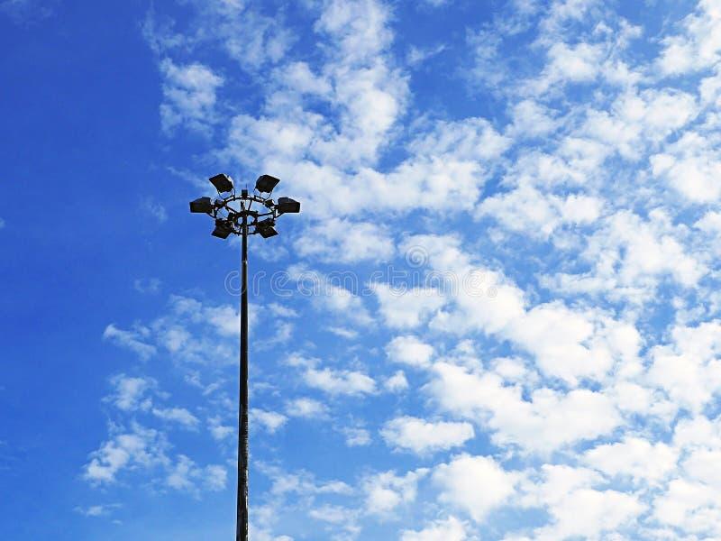 高度聚光灯杆 免版税库存图片