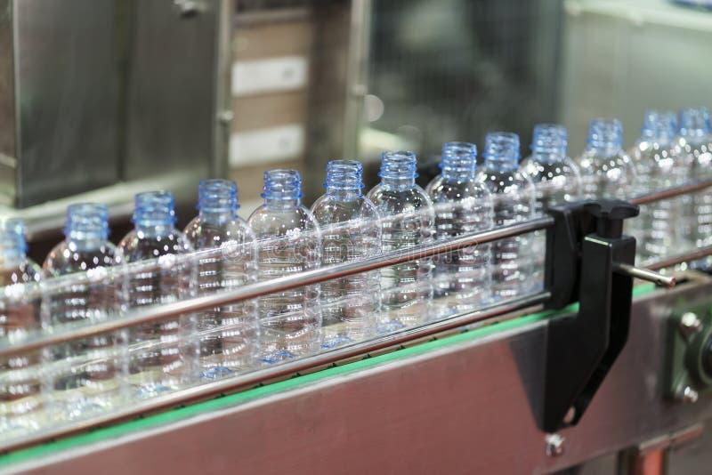 高技术塑料杯子制造工业 免版税库存照片