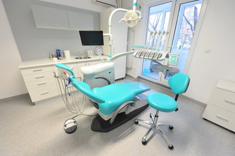 高技术牙科工具-医生办公室 免版税库存照片