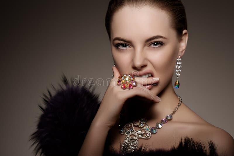 高时尚式样女孩秀丽妇女高档时尚时髦样式Po 库存照片