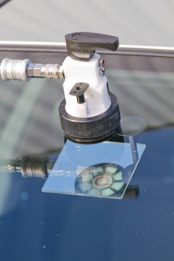 高明的维修服务挡风玻璃 库存照片