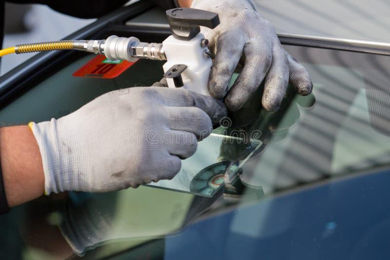 高明的维修服务挡风玻璃 图库摄影
