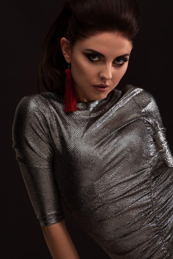 高档时尚华美的魅力夫人画象射击  适用于豪华生活方式设计,构成,时尚,秀丽 艺术光 免版税图库摄影