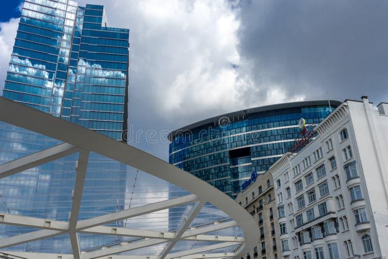 高楼地平线与玻璃的在布鲁塞尔,比利时 库存照片