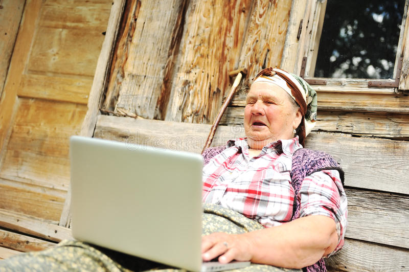 高级变老的妇女 免版税库存照片