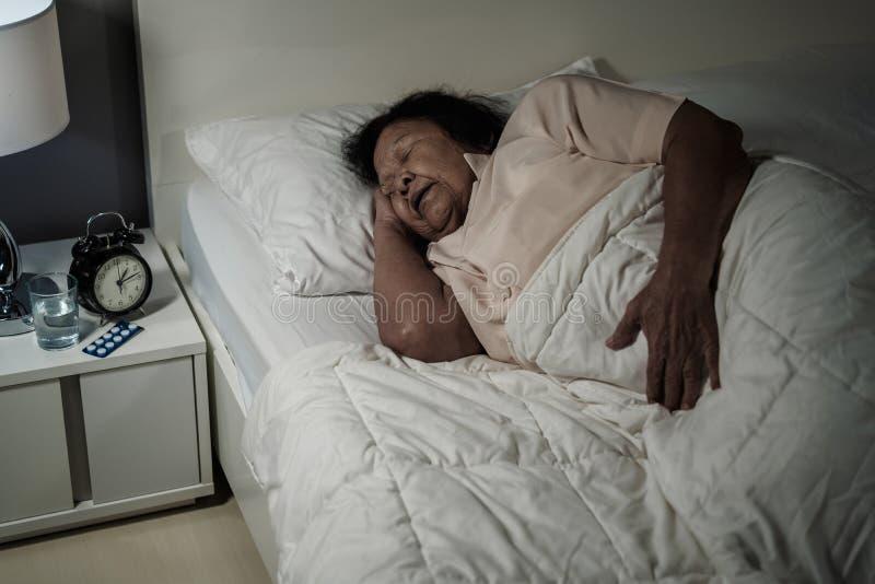 高级妇女休眠 免版税库存照片