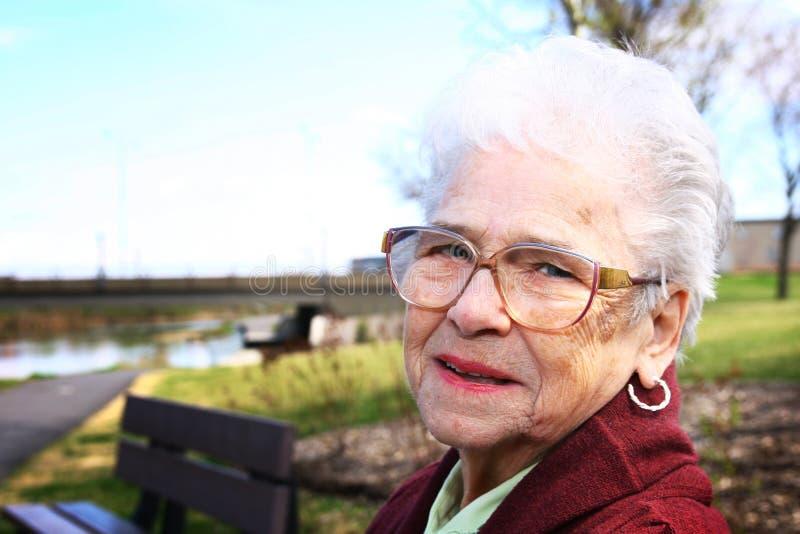 高级微笑的妇女 免版税库存照片