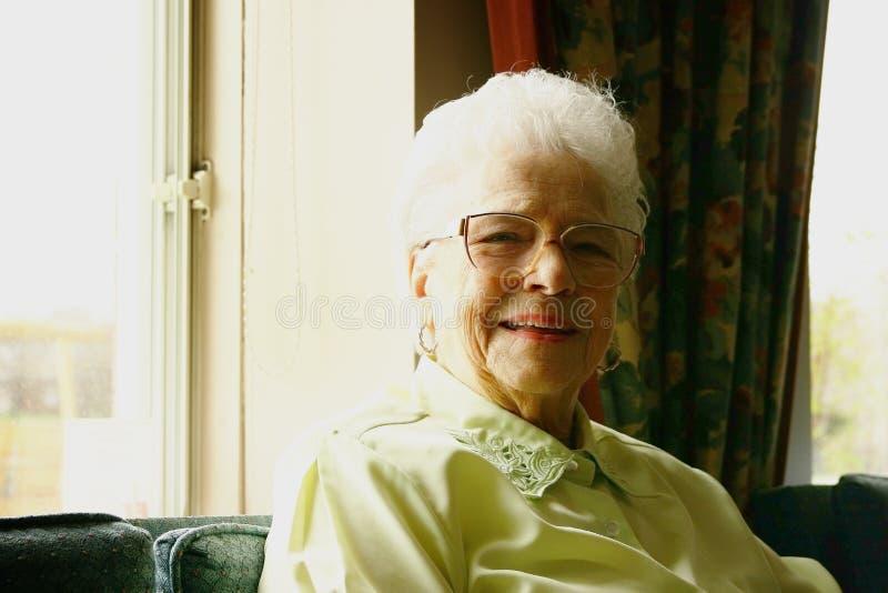 高级微笑的妇女 库存照片