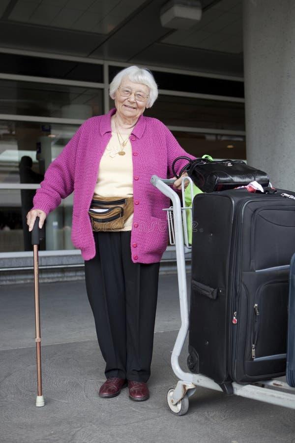 高级旅行的妇女 免版税库存照片