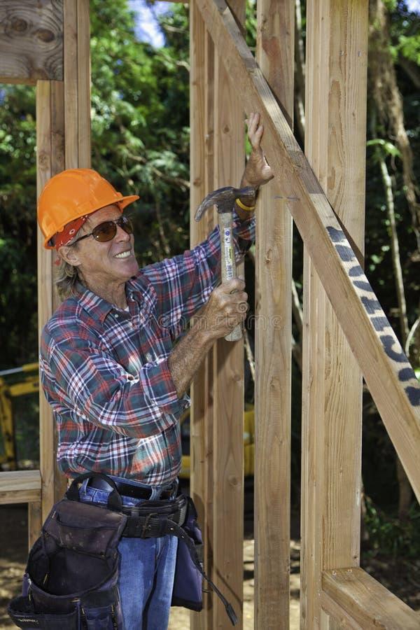 高级男性建筑工人 库存图片