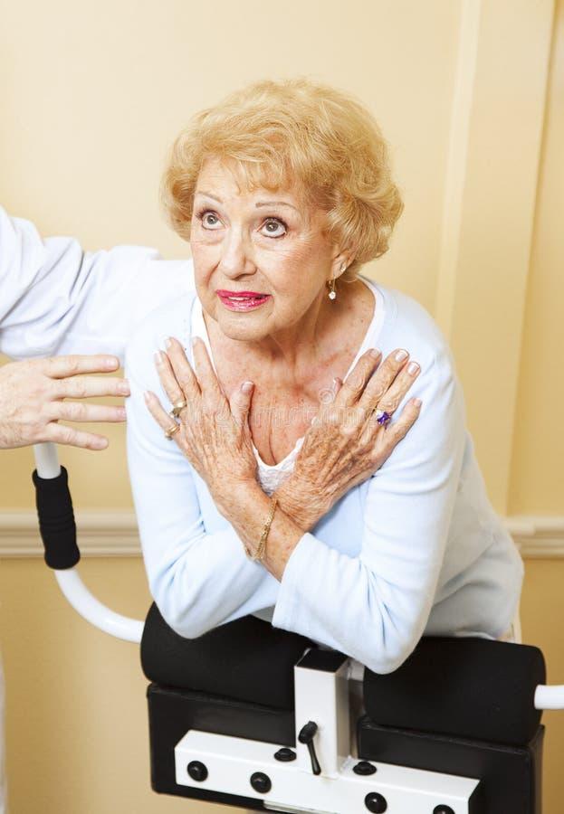 高级脊椎舒展妇女 免版税库存图片