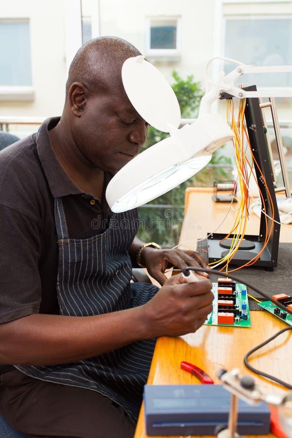 高级非洲技术员 免版税库存照片