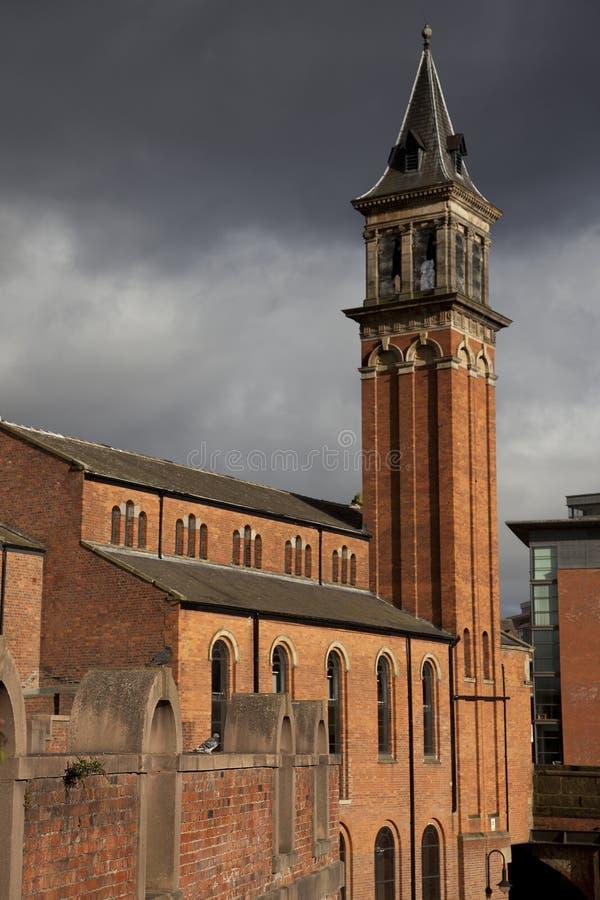 Download 高耸 库存图片. 图片 包括有 宗教, 多云, 拱道, 视窗, 屋顶, 云彩, 不列塔尼的, 成为拱廊街道 - 15696469