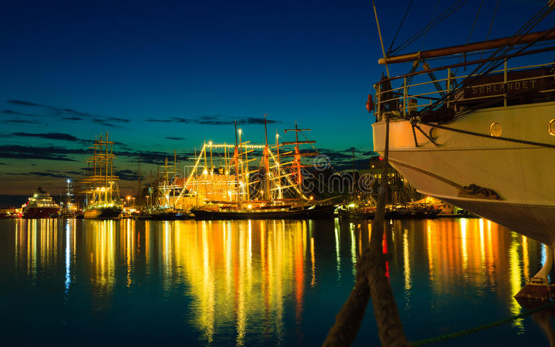 高船在2014年7月26日的港口赛跑在卑尔根,挪威 免版税库存照片