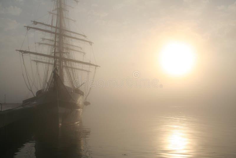 高船的日出 库存照片