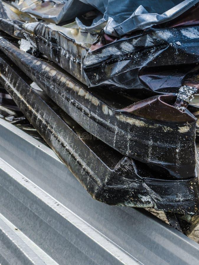高被堆的金属垃圾的不同的部分 库存照片